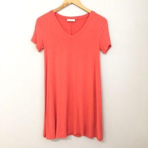 Everly Coral V-Neck T-shirt Dress Size Small